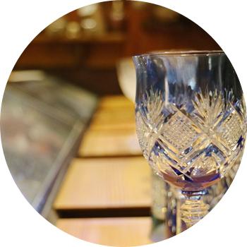 お酒は種類豊富に取り揃えております